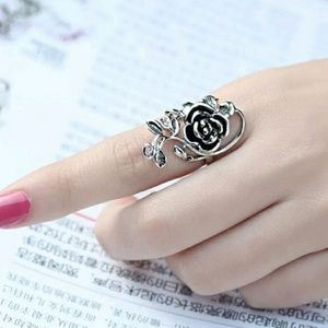 🛒Stainless Non tarnish Rose/vine ring